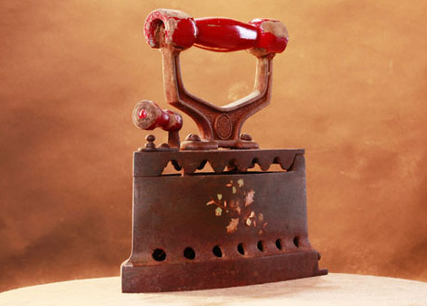 10 февраля официально считается Днем рождения утюга в России